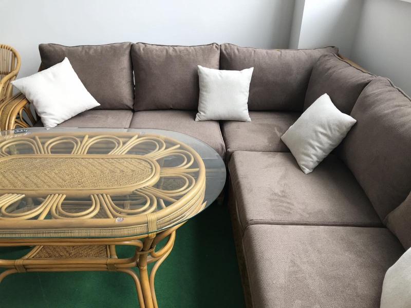 Кутовий диван Асканія з обіднім столом з натурального ротангу королівський дуб CRUZO d0017