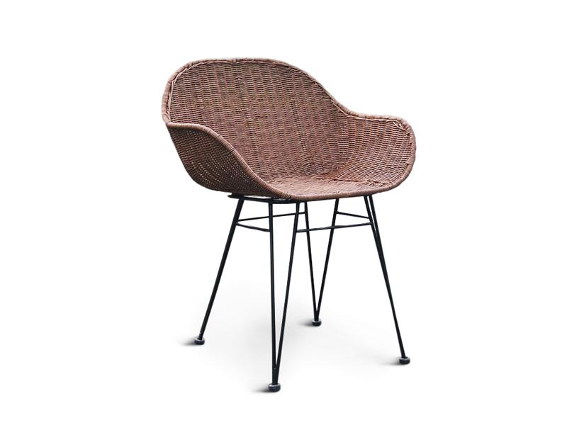 Плетене крісло Нікі Нуово з натурального ротангу на металевій основі коричневого кольору CRUZO ok48211