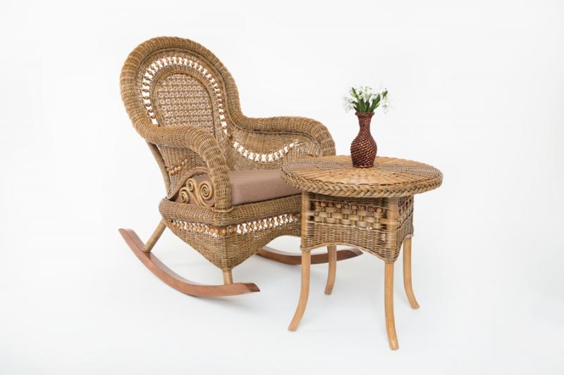 Кресло-качалка с приставным столиком Виктория натуральный ротанг светло-коричневый, Cruzo™, kk0015